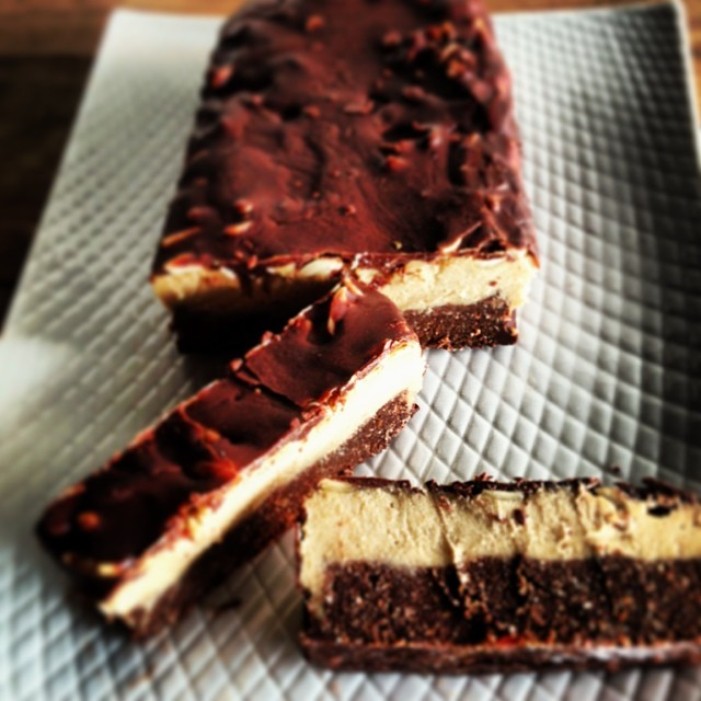 raw snickers bar cake